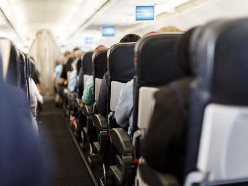 Προσοχή! Αυτή είναι η Νο1 εστία μικροβίων στο αεροπλάνο!