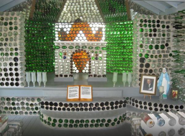 Αυτό το σπίτι είναι κυριολεκτικά φτιαγμένο... από μπουκάλια! (photos)