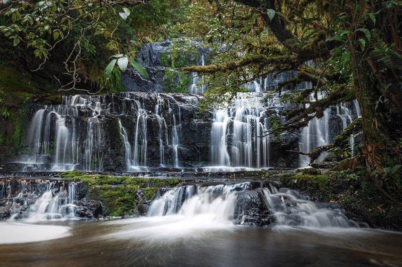 Φωτογραφίες σαν να έχουν βγει από παραμύθι... Καταρράκτες «κρυμμένοι» μέσα στα πυκνά δάση