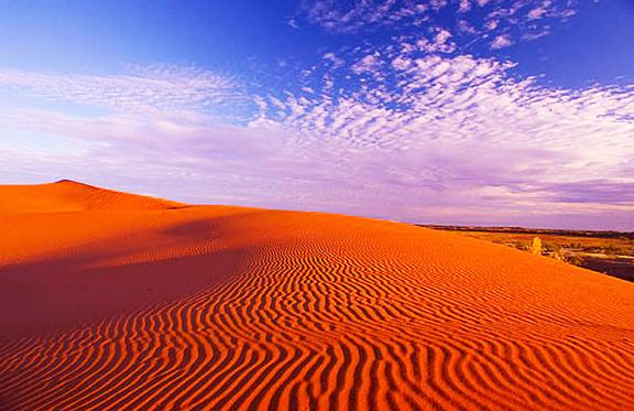 Που βρίσκεται η «εξωγήινη» κόκκινη… έρημος; Δείτε φωτογραφίες!