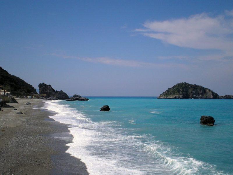 Η υπέροχη παραλία της Χιλιαδούς με τα βαθιά νερά