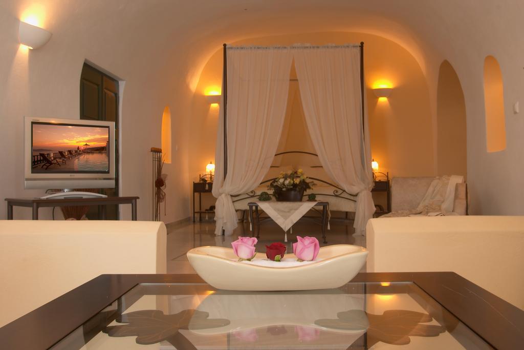 Santorini Princess Spa Hotel στολισμένο δωμάτιο