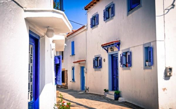 Βόλτα σε 9 πανέμορφα σοκάκια ελληνικών νησιών (photos)