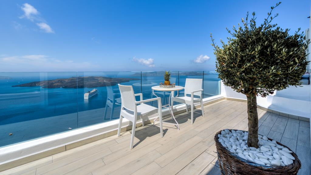 Fira Deep Blue Suites μπαλκόνι