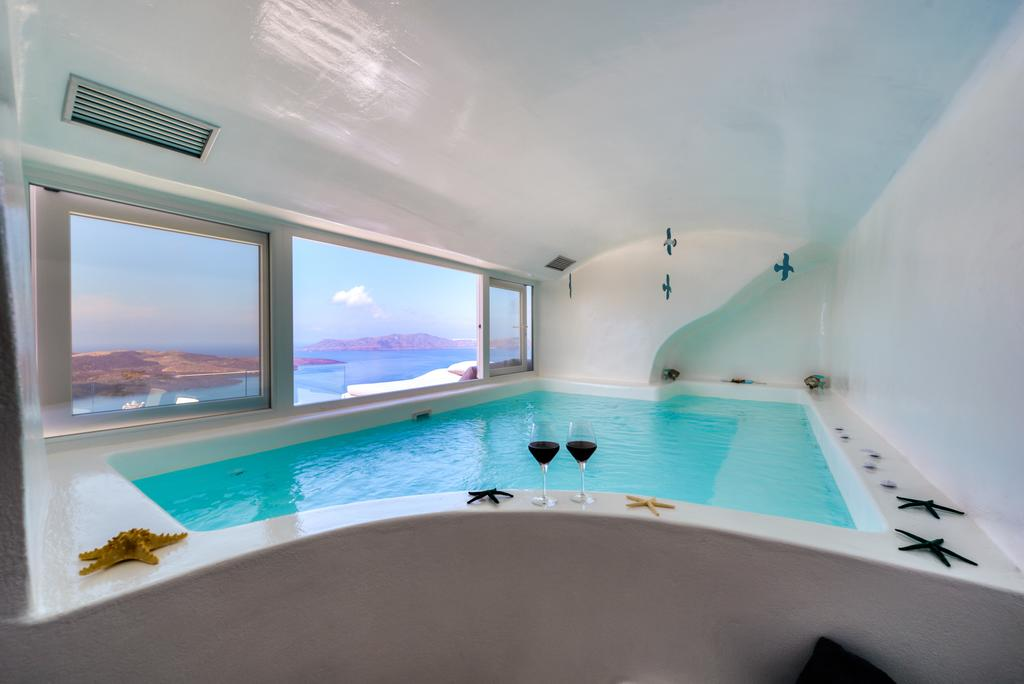 Fira Deep Blue Suites εσωτερική πισίνα