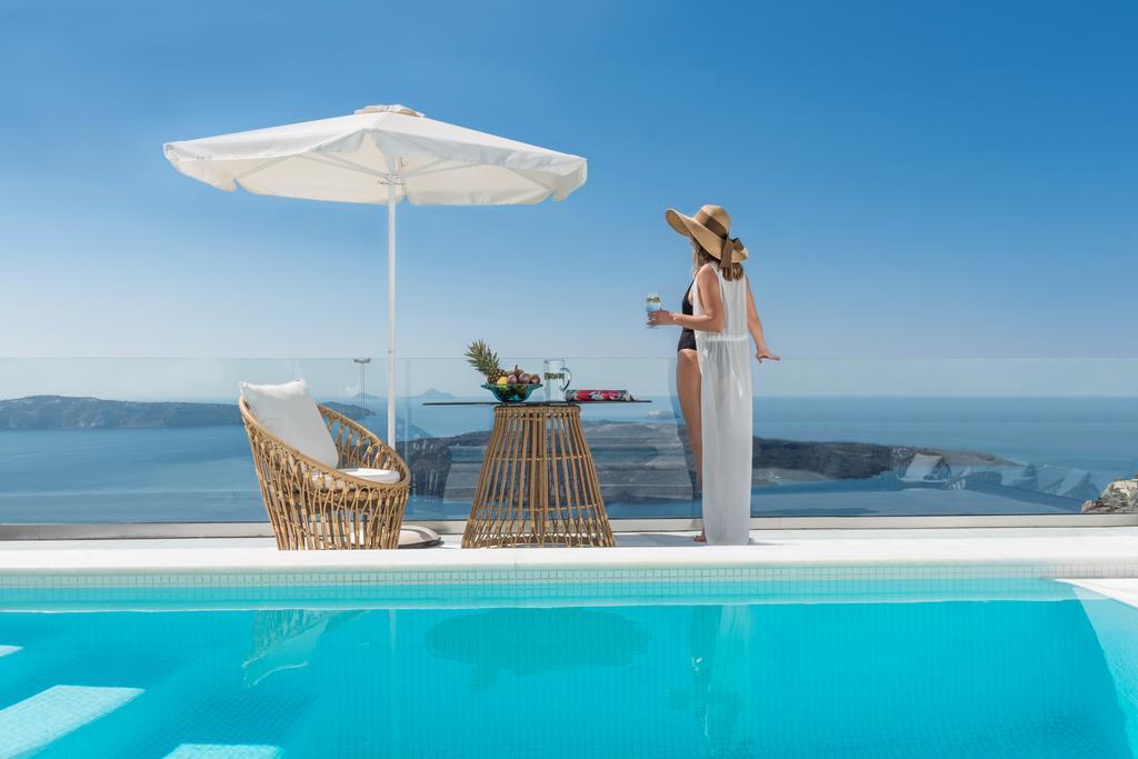 Σας βρήκαμε ίσως την ομορφότερη βίλα στην Σαντορίνη με ονειρική θέα και ιδιωτική πισίνα! (photos)