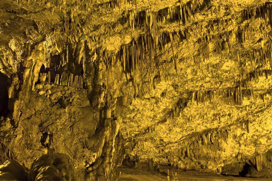 Το ελληνικό σπήλαιο που αποτελεί θάυμα της φύσης και φιλοξενεί συναυλίες 60 μέτρα κάτω από τη Γη! (photos&video)