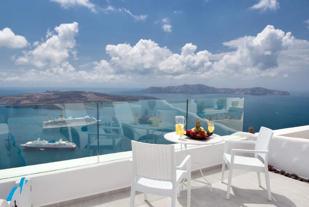 Fira Deep Blue Suites πρωινό με θέα