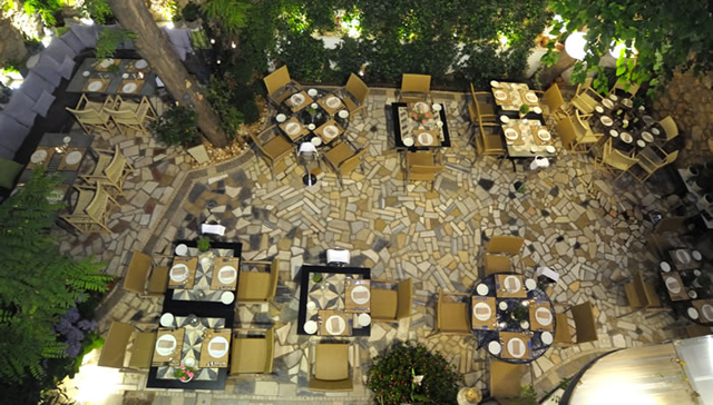 Top 21! Οι ωραιότερες καλοκαιρινές αυλές της Αθήνας!
