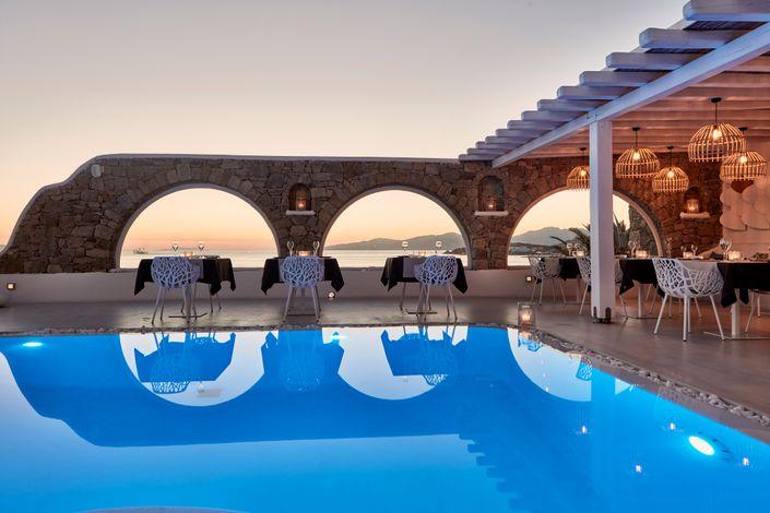 Τάσος Δούσης: Διαβάστε γιατί αυτά είναι τα 10 καλύτερα ξενοδοχεία 5* στην Ελλάδα για το 2018!