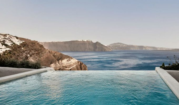 Daily Mail: Ταξιδεύει και μας παρουσιάζει το πιο ωραίο δωμάτιο με θέα στην Ελλάδα!
