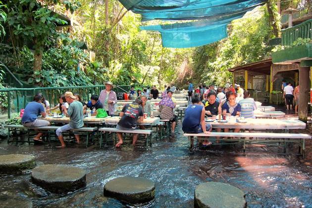 Μοναδική εμπειρία: Το εστιατόριο που βρίσκεται μέσα σε καταρράκτη! (photos & video)