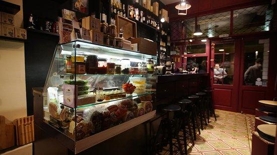 Τάσος Δούσης: Στο Μοναστηράκι ανακάλυψα το καλύτερο wine bar στην Ελλάδα! Οι ξένοι παραληρούν και έχει 1069 σχόλια με βαθμολογία 5,0