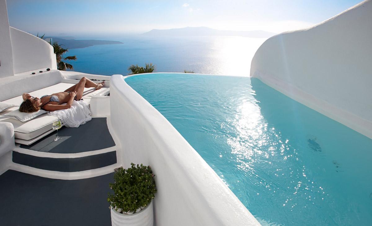 Σας βρήκαμε το πιο ωραίο δωμάτιο με πισίνα στην Ελλάδα! H θέα θα σας κόψει την ανάσα! (photos&video)