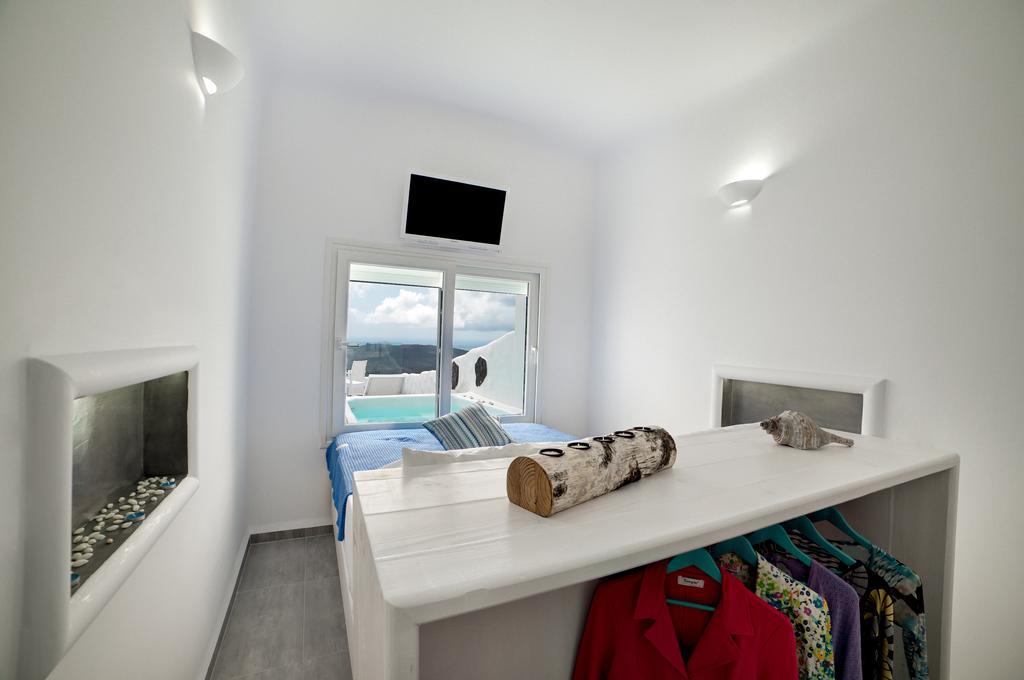 Fira Deep Blue Suites κρεβάτι