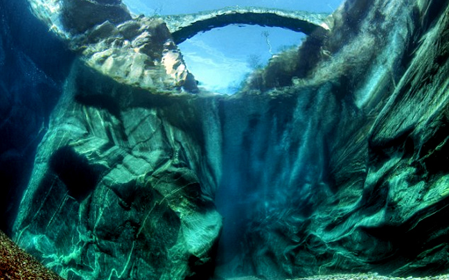 Ποιος είναι ο ποταμός που ξεχωρίζει για τα κρυστάλλινα νερά του; Ο πιο καθαρός στον κόσμο! (photos)