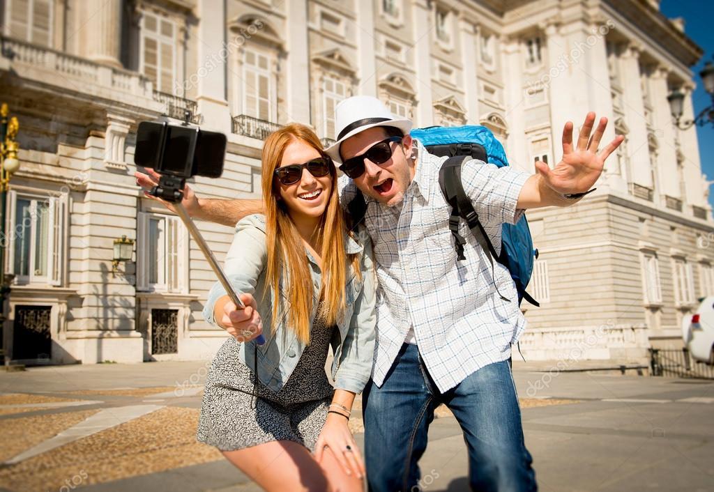 Κι' όμως… σε αυτές τις χώρες απαγορεύονται τα selfie sticks!