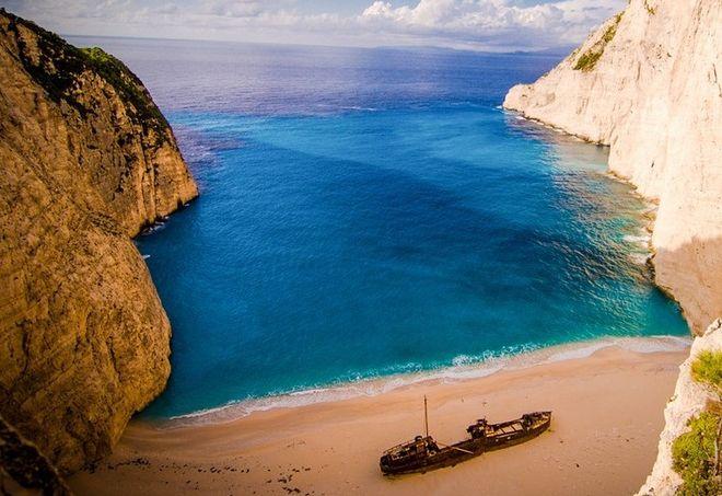 Ποιες είναι οι πιο εντυπωσιακές απόκρημνες παραλίες της Ελλάδας; (photos)