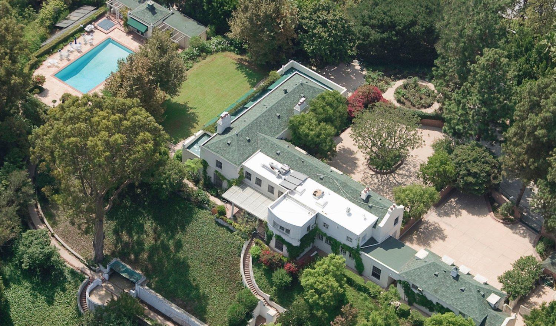 Beverly Hills: Αυτή είναι η πανέμορφη βίλα της Taylor Swift που πωλείται 3 εκατομμύρια ευρώ! (photos)