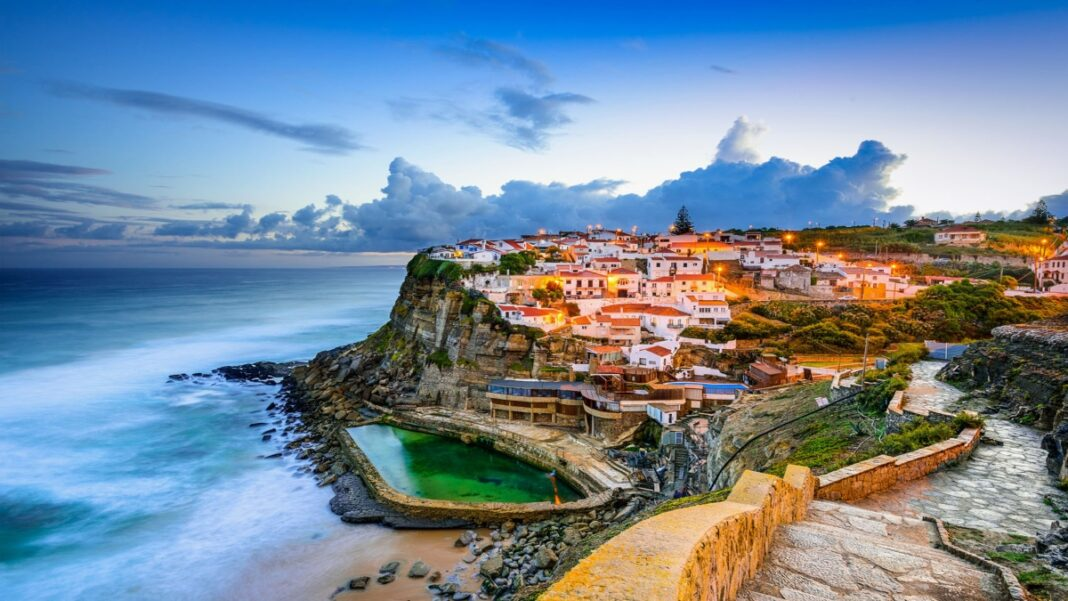 Azenhas do Mar πόλη στα βράχια