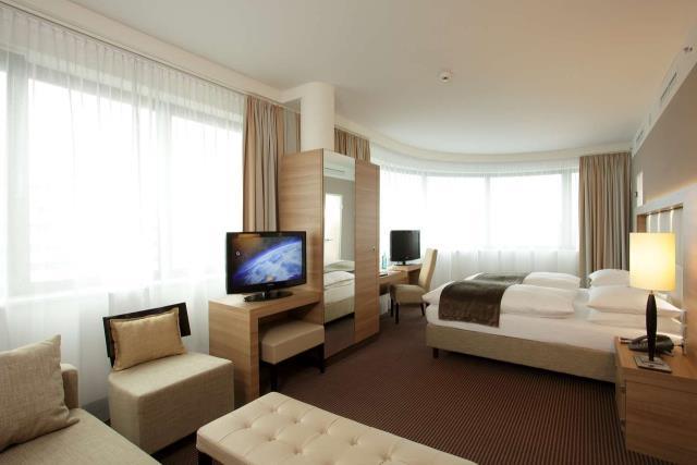 H4 Hotel Berlin Alexanderplatz - ξενοδοχεία Βερολίνο