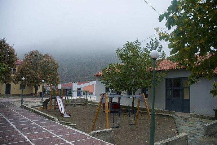 Ποιο είναι το ελληνικό χωριό που οι 500 κάτοικοι ζουν σαν κρoίσοι; (photos)