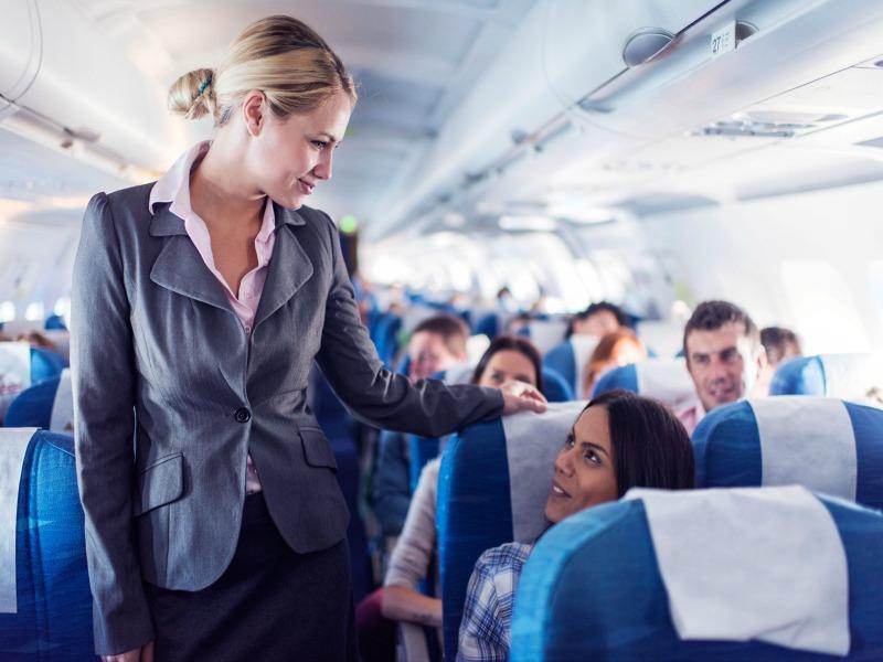 Αυτό είναι το μυστικό για να πάτε στην πρώτη θέση του αεροπλάνου χωρίς να πληρώσετε!