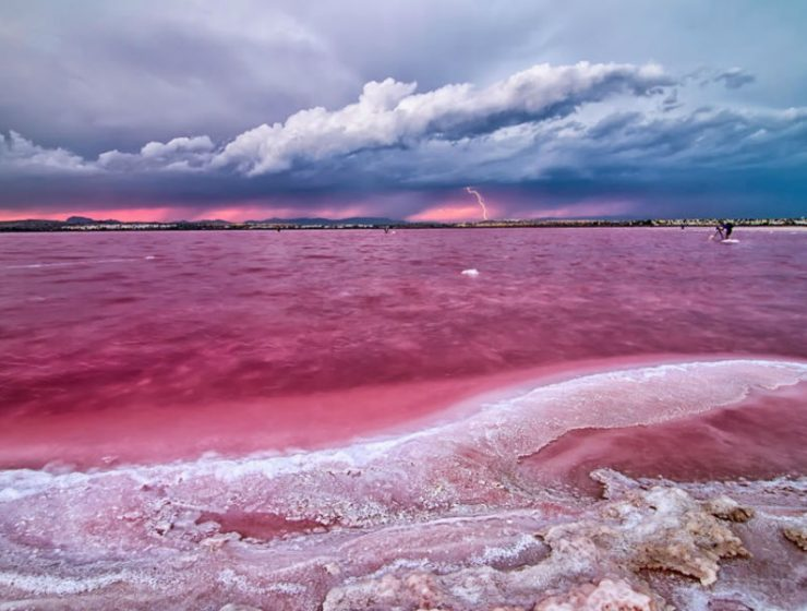 """Η """"μαγική"""" ροζ λίμνη που έχει θεραπευτικές ιδιότητες"""