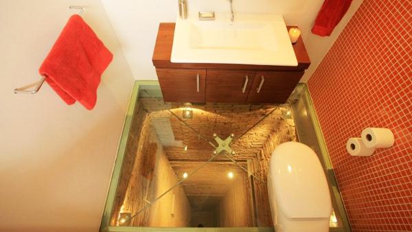 """Δεν φαντάζεστε που βρίσκεται αυτό το """"τρομαχτικό"""" μπάνιο! (photos)"""