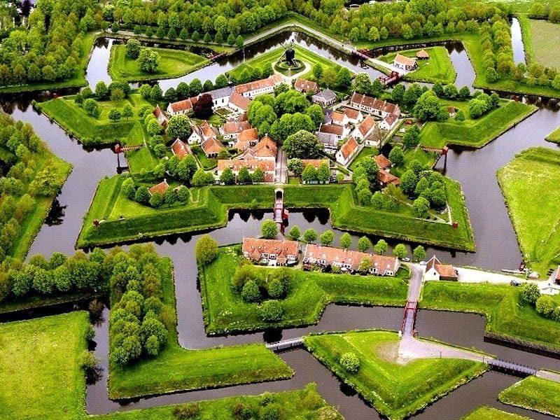 Το «αστέρι του Βορρά»: Το μεσαιωνικό χωριό της Ολλανδίας με την απίστευτη ομορφιά!