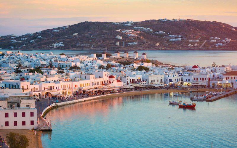Ο Τάσος Δούσης γράφει 10 λόγους που πρέπει να φύγει η Airbnb από την Ελλάδα