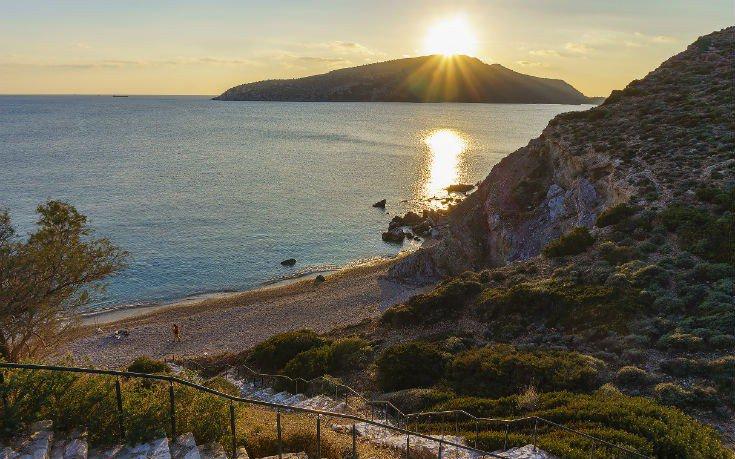 Παραλίες Αττικής: Κοντινές, μυστικές, ακατάλληλες, καθαρές, αμμώδεις, ερημικές, εξωτικές…
