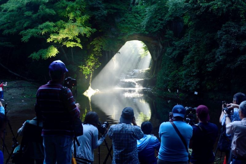 Υπέροχο θέαμα... Μια καρδιά δημιουργείται μέσα σε ένα σπήλαιο (video)