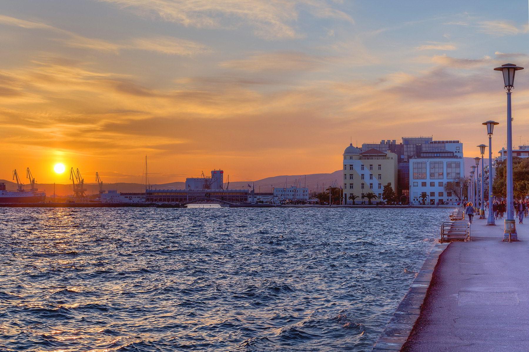 Guardian: Ποιοι δύο ελληνικοί προορισμοί βρίσκονται ανάμεσα στους 12 ομορφότερους της Νότιας Ευρώπης;
