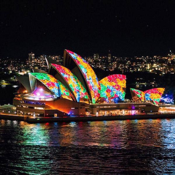 Απίστευτο θέαμα! Η όπερα του Σίδνεϊ ζωντανεύει με τα φώτα της τεχνολογίας! (video)