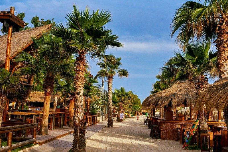 Αθήνα: 8 beach bar μια ανάσα από το κέντρο που θα σας κάνουν να νιώθετε πως βρίσκεστε σε κάποιο εξωτικό νησί
