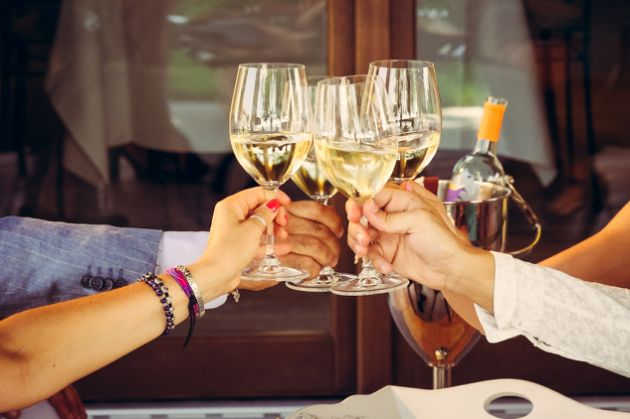 5+1 tips για να αποφύγεις την τροφική δηλητηρίαση στις διακοπές σου!