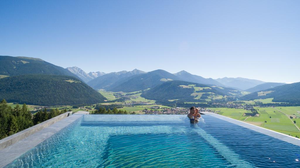 Η πιο εντυπωσιακή πισίνα στον κόσμο βρίσκεται στην Ιταλία! (photos)