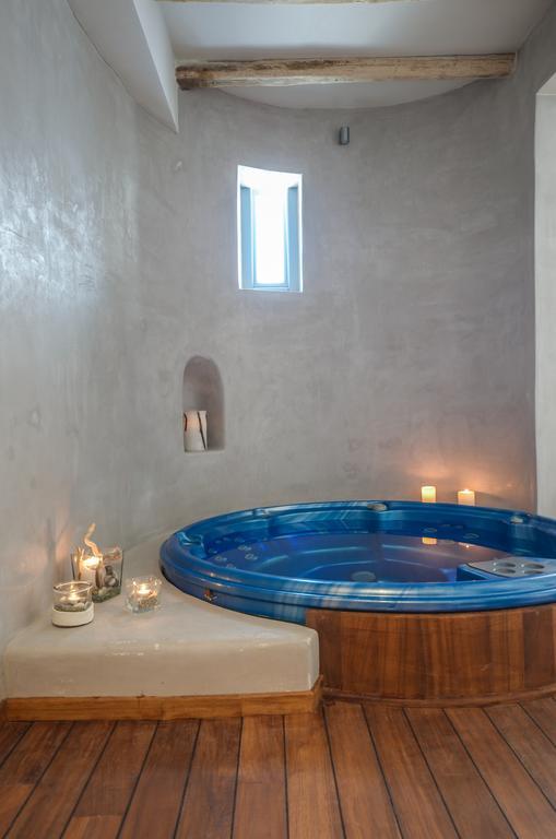 Ο Τάσος Δούσης ανακαλύπτει ένα καταπληκτικό, τίμιο ξενοδοχείο στη Νάξο με τιμή 72€ και άριστα 10 στην booking από 751 σχόλια (photos)