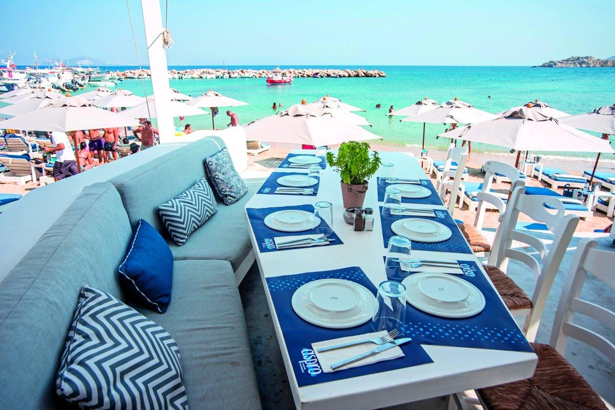 Aspro Seaside restaurant στην παραλία του Αμπελά, Πάρος