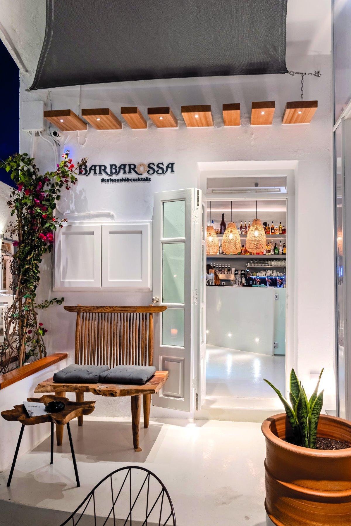 Το αδερφάκι του πασίγνωστου στην Πάρο Barbarossa, ονομάζεται Barbarossa Cafe sushi cocktails