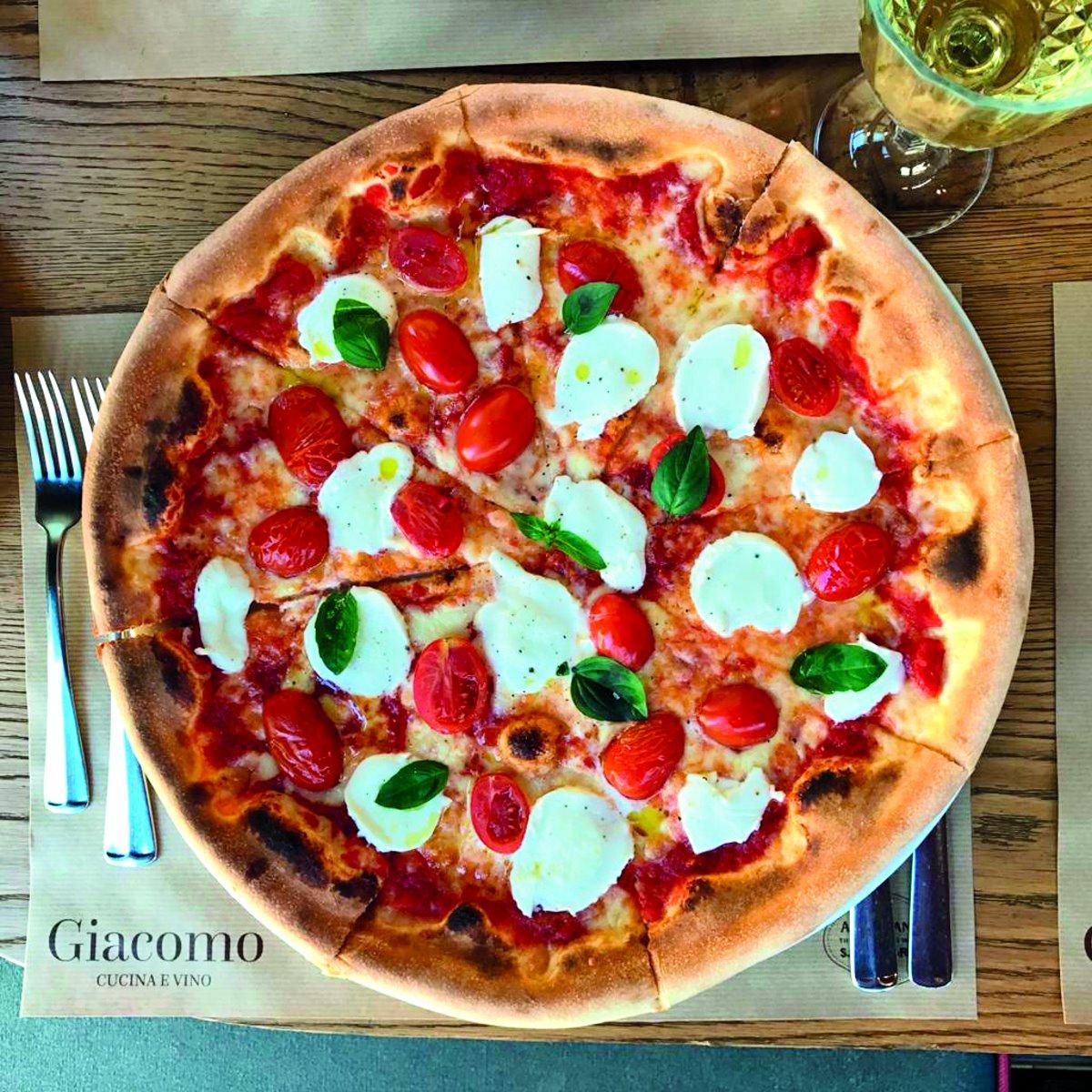 Πίτσα στο Giacomo Cucina e Vino