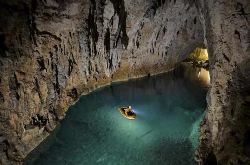 Σπήλαιο των Λιμνών