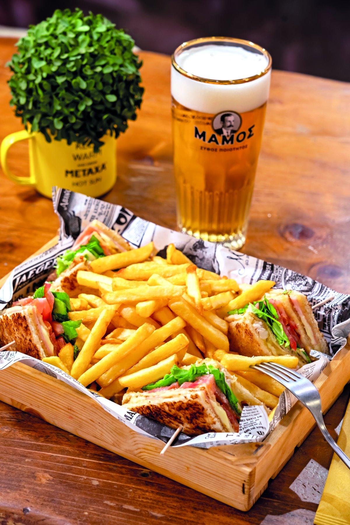 Ελαφρύ lunch στο Secret all day cafe bar στην παραλία της Παροικιάς