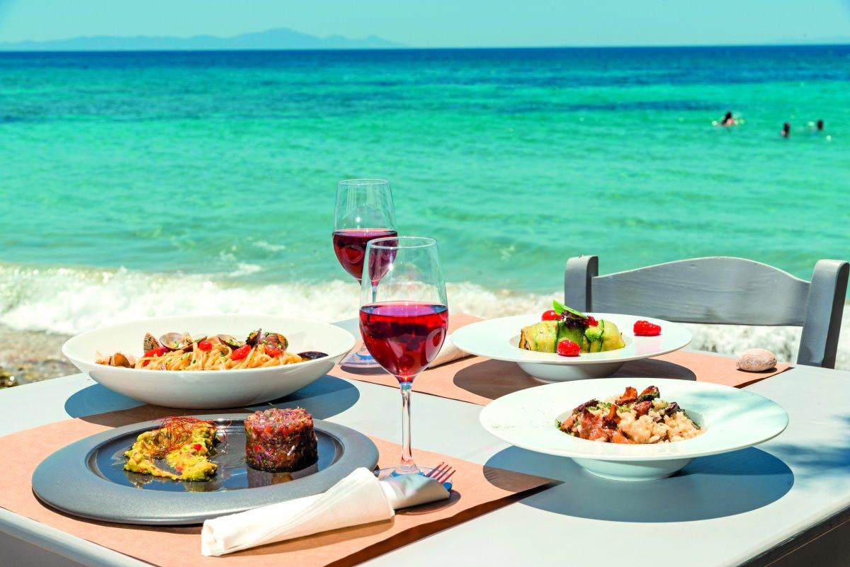 Γεύμα στο Thalassamou στην παραλία Πίσω Αλυκή, Πάρος
