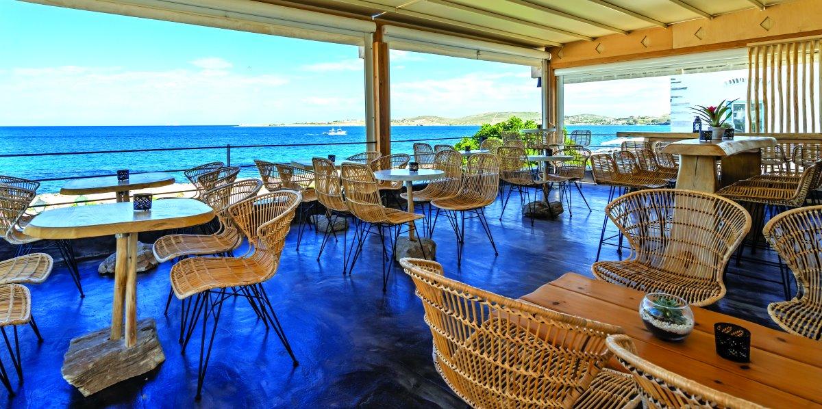 Η υπέροχη θέα από το Zen Cocktail bar στην Παροικιά
