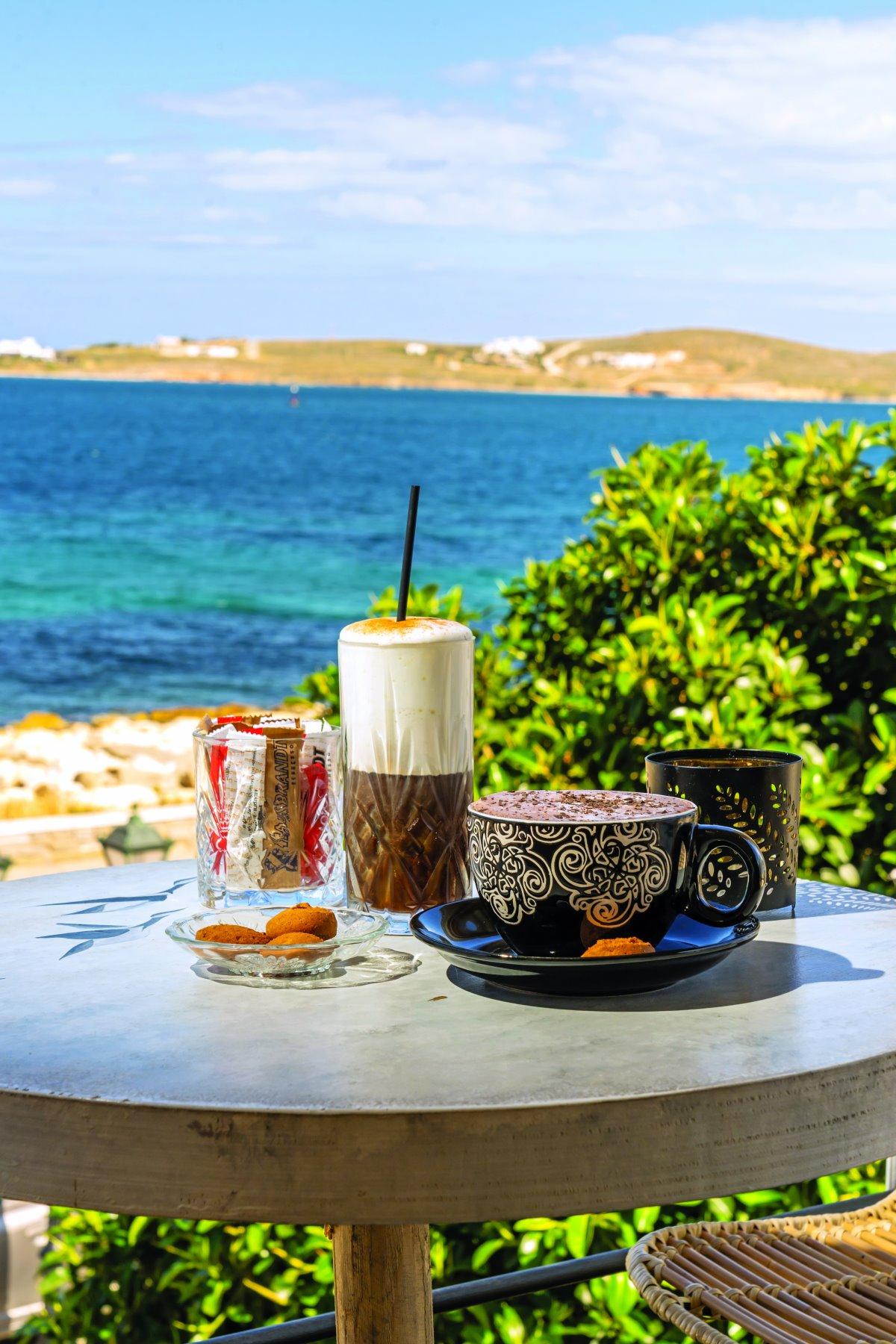 Καφές  στο Zen Cocktail bar στην Παροικιά