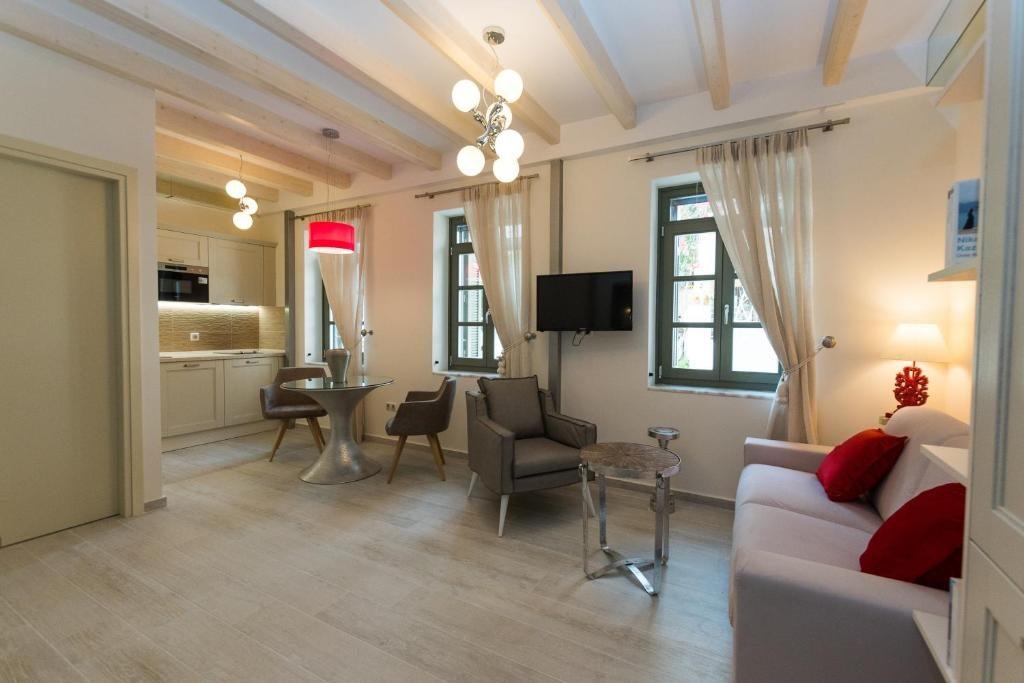 Faces Art Suites: O Τάσος Δούσης ανακαλύπτει το πιο τίμιο boutique hotel στη Ρόδο