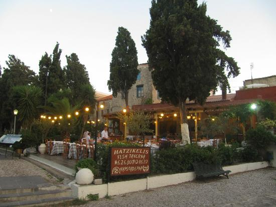 Ρόδος: Ο Τάσος Δούσης προτείνει τα top εστιατόρια και ταβέρνες του νησιού των Ιπποτών