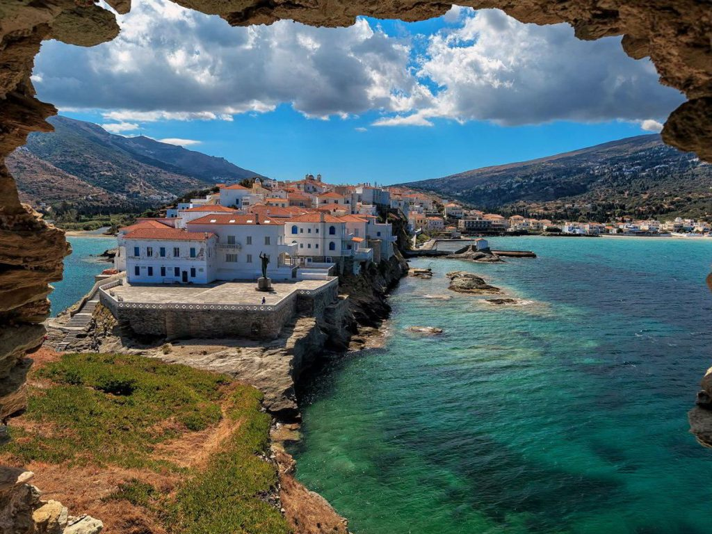 Η Sunday Times ανακήρυξε την Άνδρο το ωραιότερο ελληνικό νησί